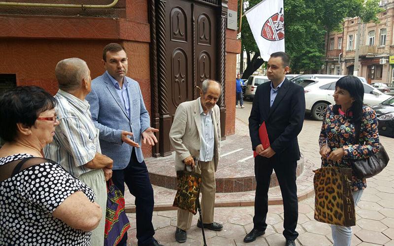 Фото: Игорь Зозуля и пострадавшие от судебного произвола